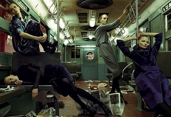 Piękne ubrania w metrze