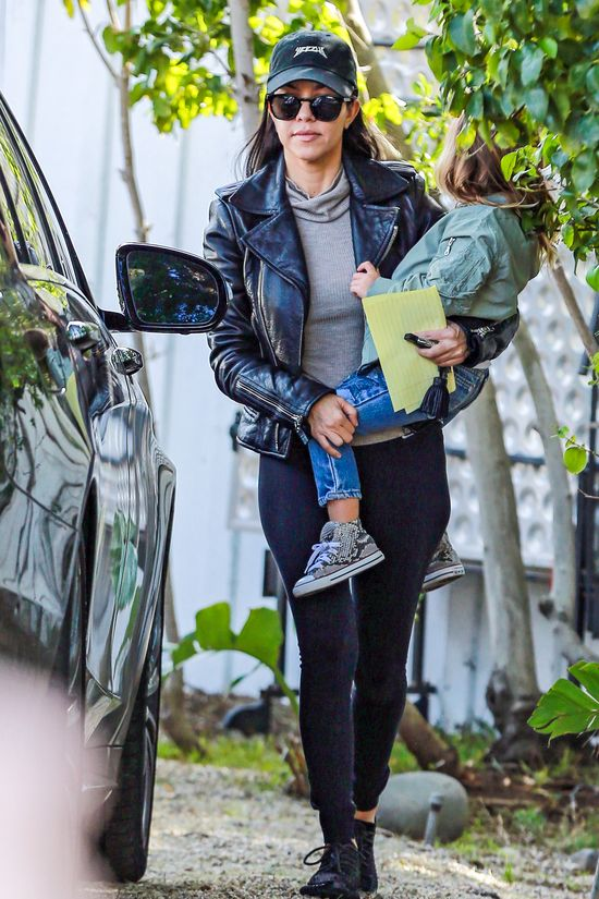 Kourtney i Kendall w ramonesce i legginsach (FOTO)