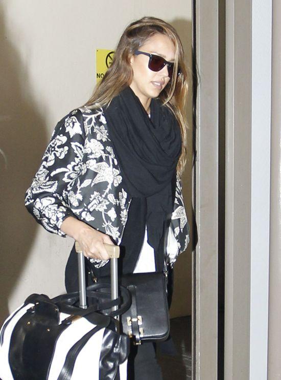 Jessica Alba w ubraniach najlepszych marek (FOTO)