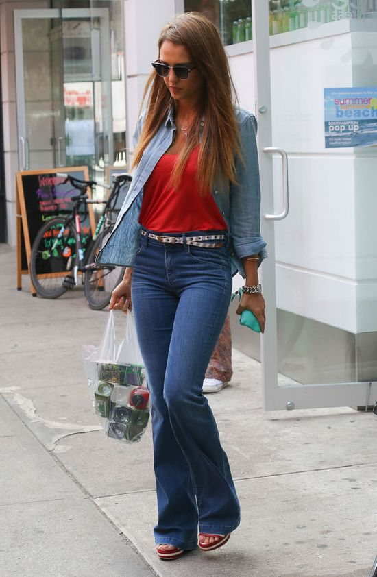 Jessica Alba w dzwonach (FOTO)