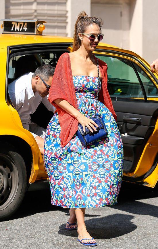 Jessica Alba z torebką od Diane Von Furstenberg (FOTO)