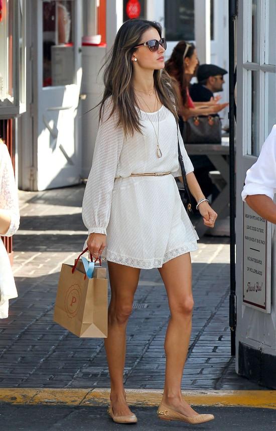 Alessandra Ambrosio w letniej sukience
