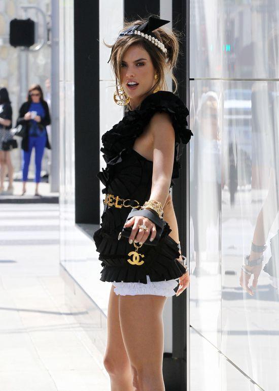 Kulisy sesji Alessandry Ambrosio dla Chanel (FOTO)
