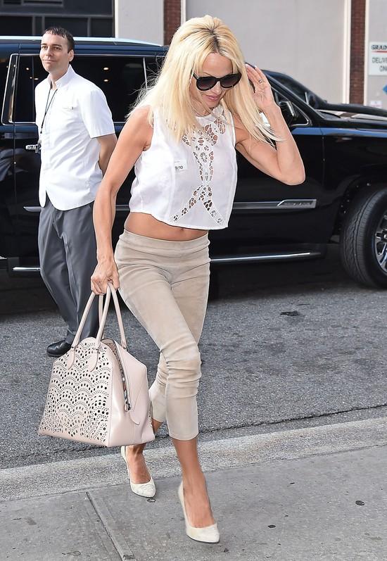 Pamela Anderson wróciła do długich blond włosów (FOTO)