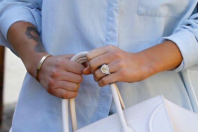 Iggy Azalea chwali się ogromnym pierścionkiem zaręczynowym