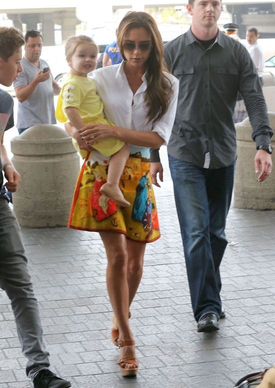 Victoria Beckham w renesansowej spódnicy Carven (FOTO)