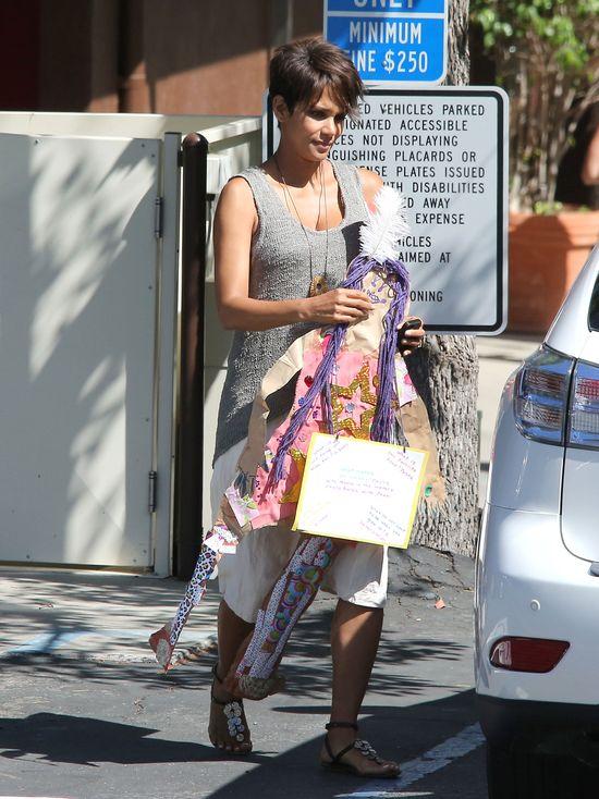 Halle Berry w ciąży wygląda kwitnąco (FOTO)