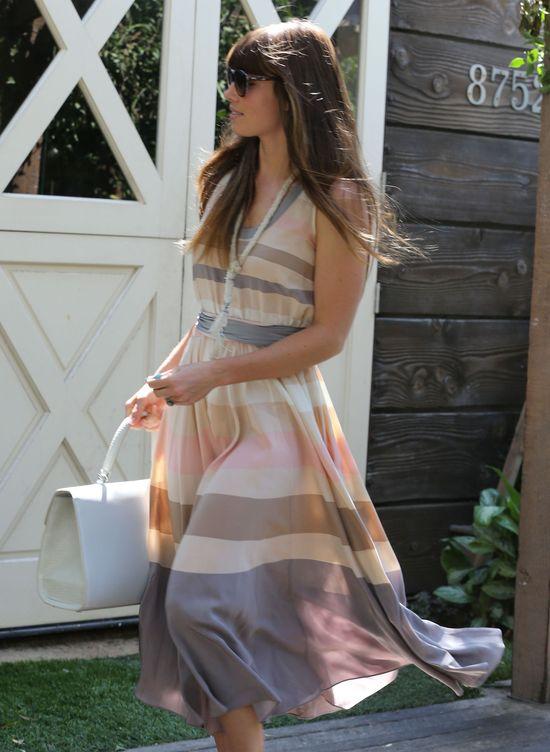 Jessica Biel w zwiewnej sukience (FOTO)