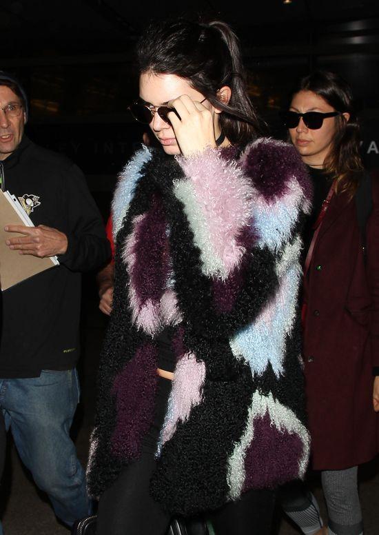 Kendall Jenner inspiruje do sięgnięcia do szafy naszych babć