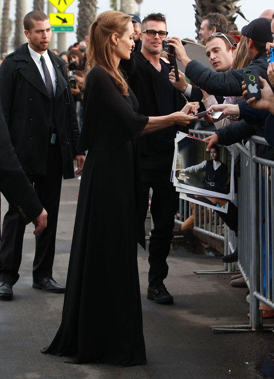 Angelina Jolie ponownie w Saint Laurent (FOTO)