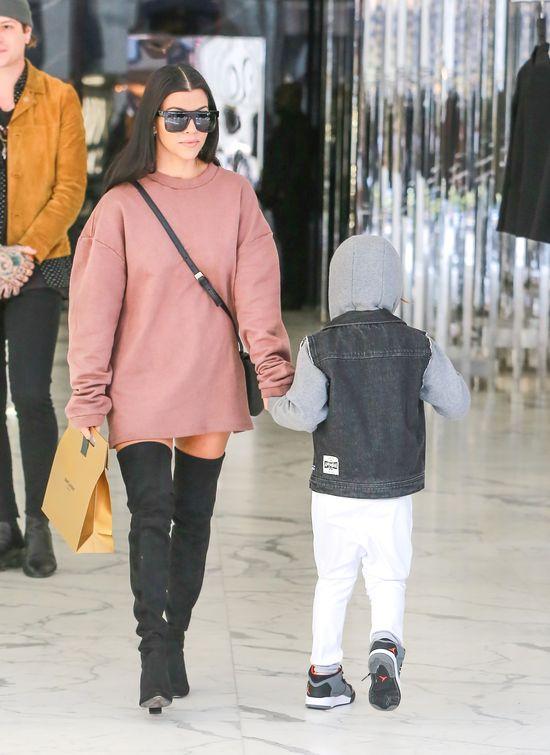 Kourtney Kardashian wylansowała nowy trend (FOTO)