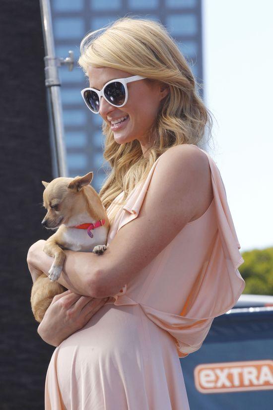 Irina Shayk i Paris Hilton w jasnych kreacjach (FOTO)