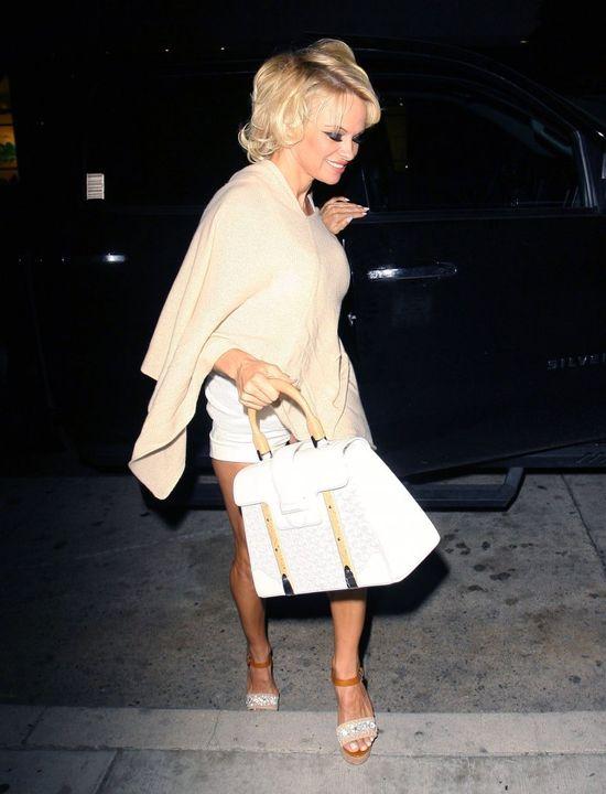 Pamela Anderson znowu wygląda koszmarnie! (FOTO)