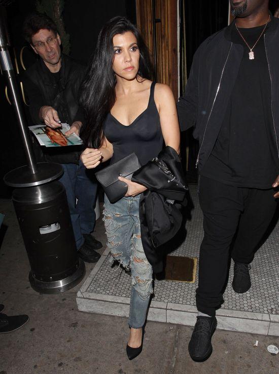 Kourtney Kardashian pokochała dziurawe jeansy (FOTO)