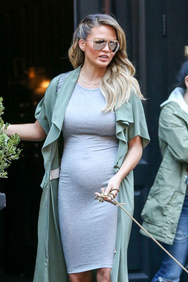 Chrissy Teigen inspiruje się ciążowym stylem Kim Kardashian?