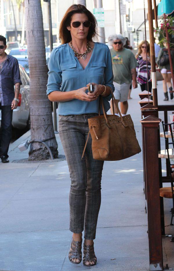 Codzienne stylizacje Cindy Crawford (FOTO)