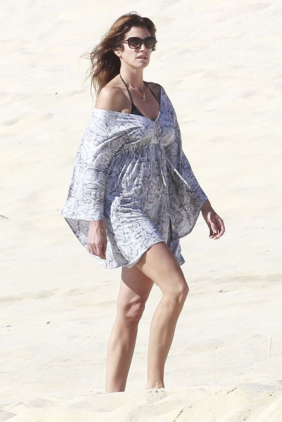 Plażowy look Cindy Crawford (FOTO)
