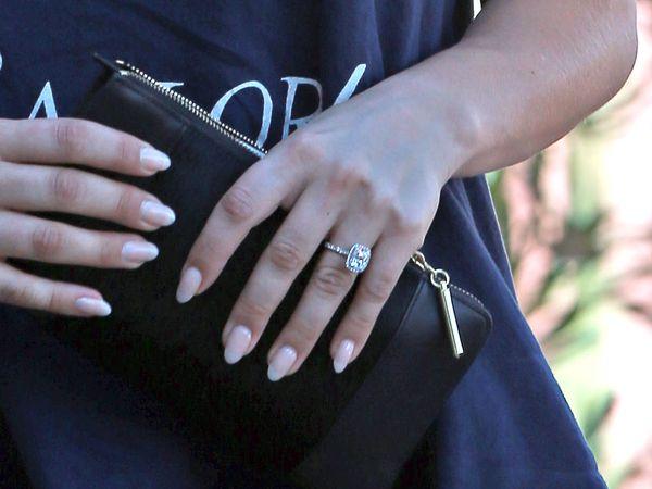 Kaley Cuoco chwali się pierścionkiem zaręczynowym