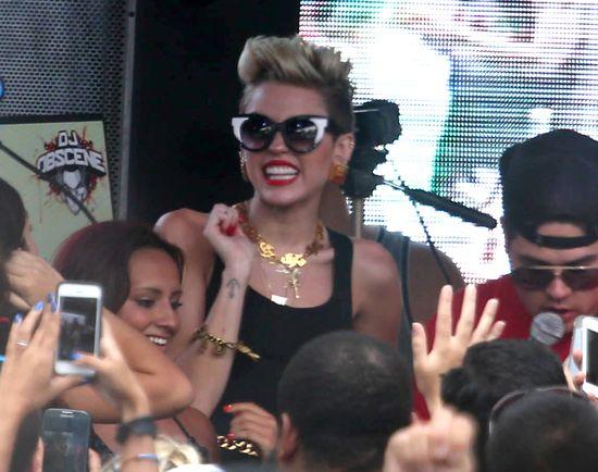 Miley Cyrus pokazała szczupłe ciało (FOTO)