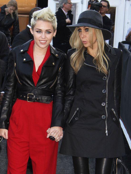 Miley Cyrus w kombinezonie od Rachel Zoe (FOTO)