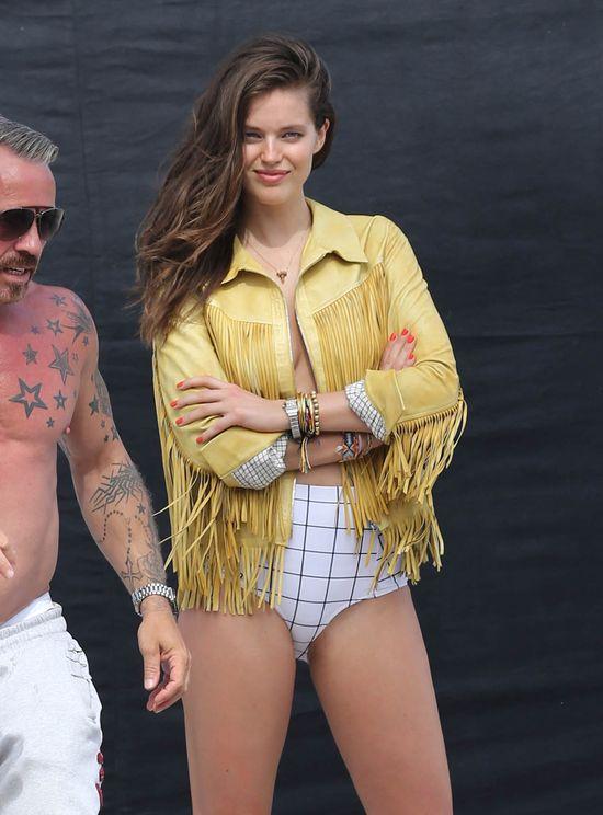 Emily DiDonato topless za kulisami sesji zdjęciowej (FOTO)