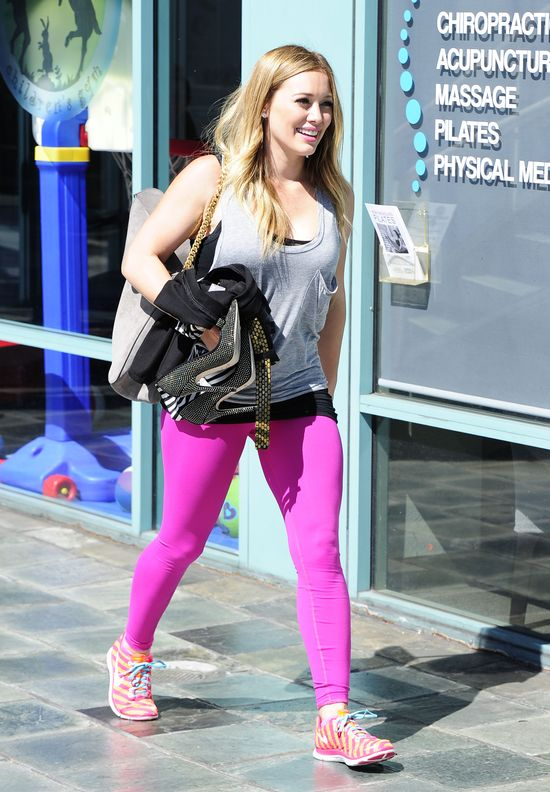 Hilary Duff w różowych legginsach (FOTO)