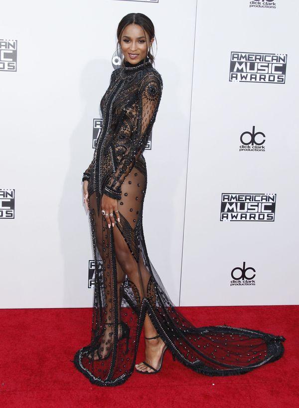 Kto postawił na czarną naked dress na gali AMA 2015? (FOTO)