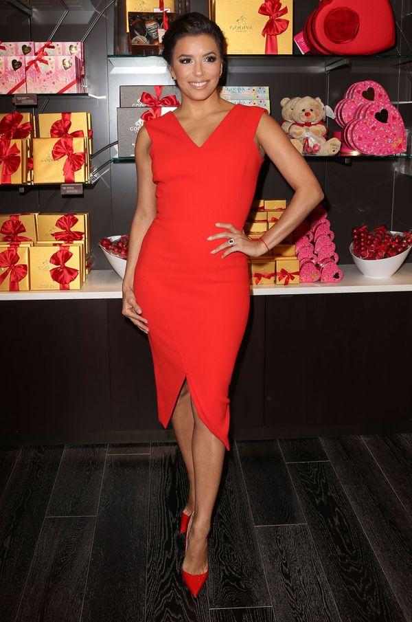 Eva Longoria znowu podkreśla kobiece kształty (FOTO)