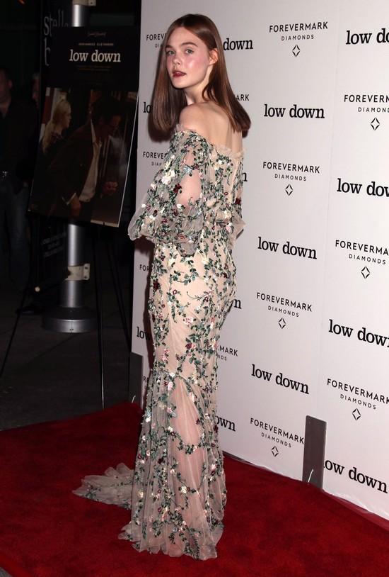 Poczekaj aż zobaczysz całą suknię Elle Fanning (FOTO)