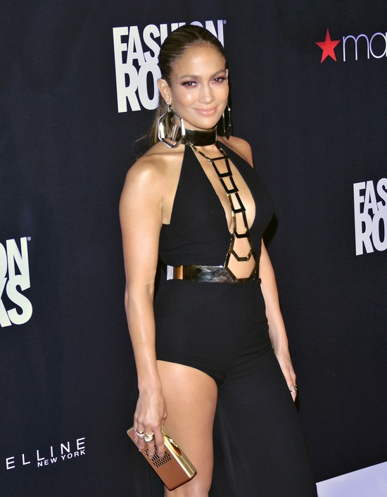 Jennifer Lopez na Fashion Rocks 2014 zaskoczyła kreacją