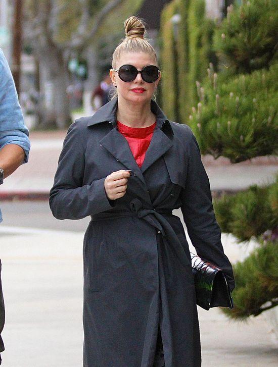 Fergie w koczku na czubku głowy (FOTO)