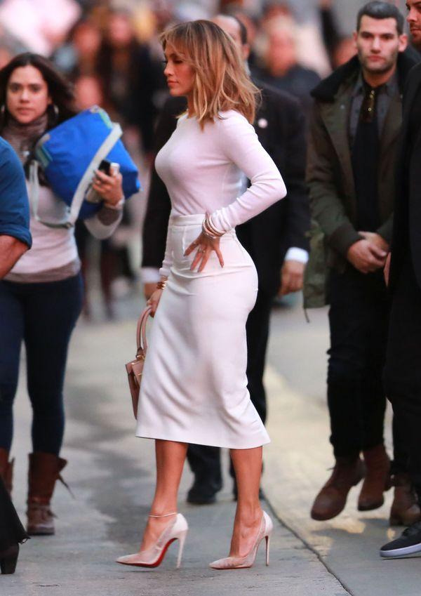 Jennifer Lopez dobrze wie, jak podkreślać kobiece kształty