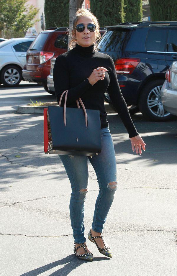 Jennifer Lopez stawia na modne dodatki (FOTO)