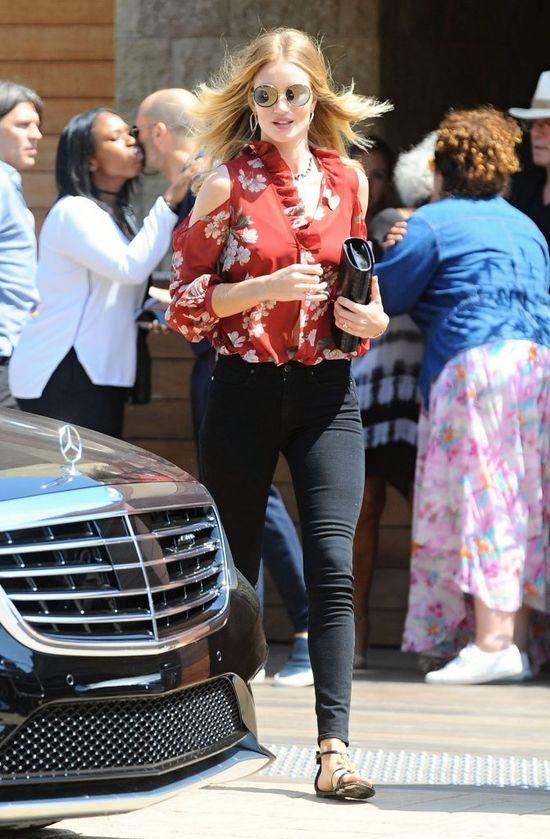 Rosie Huntington-Whiteley w bluzce od Magdy Butrym