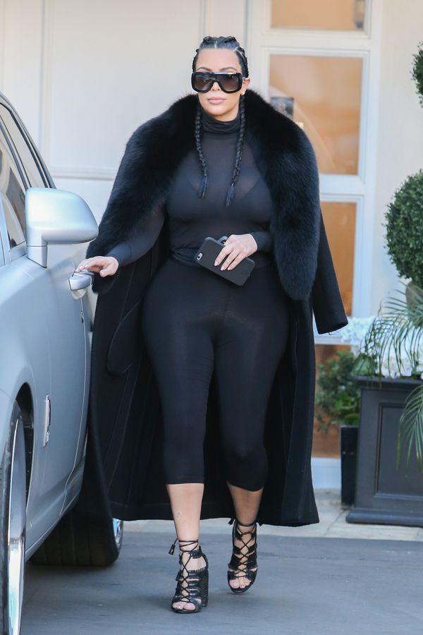 Kim Kardashian bardzo wstydzi się swojego brzucha po ciąży?
