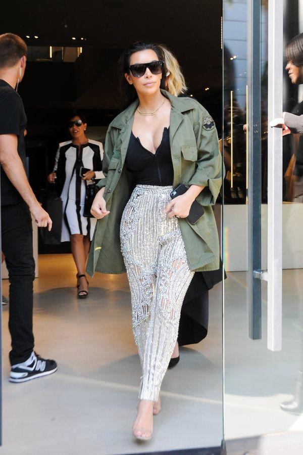 Kim Kardashian zakłada czerwonodywanowe ubrania na co dzień?!