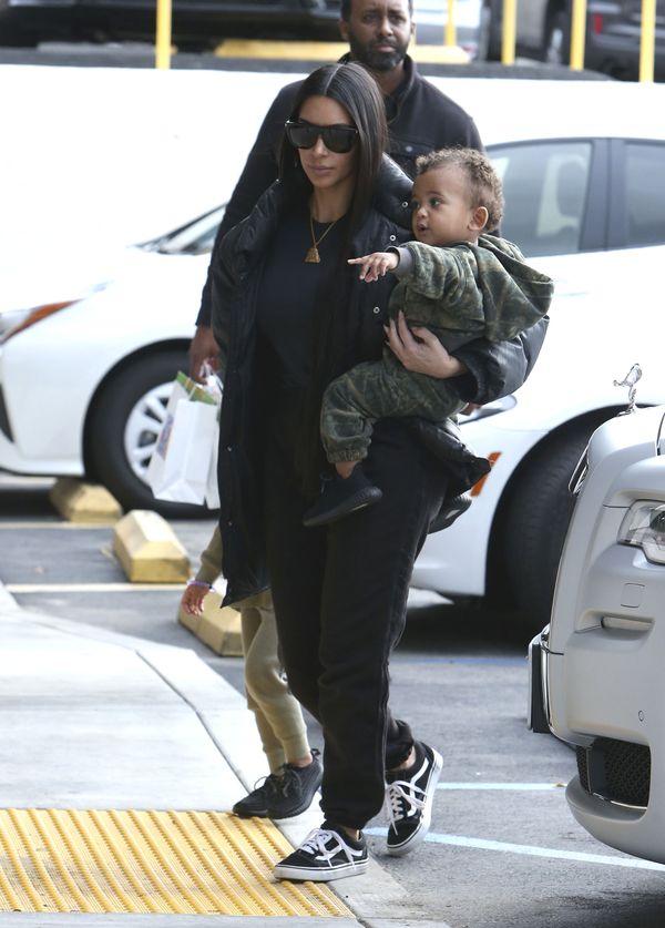 Kim Kardashian pokazuje najnowsze zdjęcie synka. Saint bardzo się zmienił!