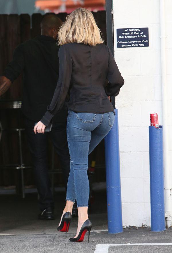 Khloe Kardashian wyszła z domu bez stanika (FOTO)