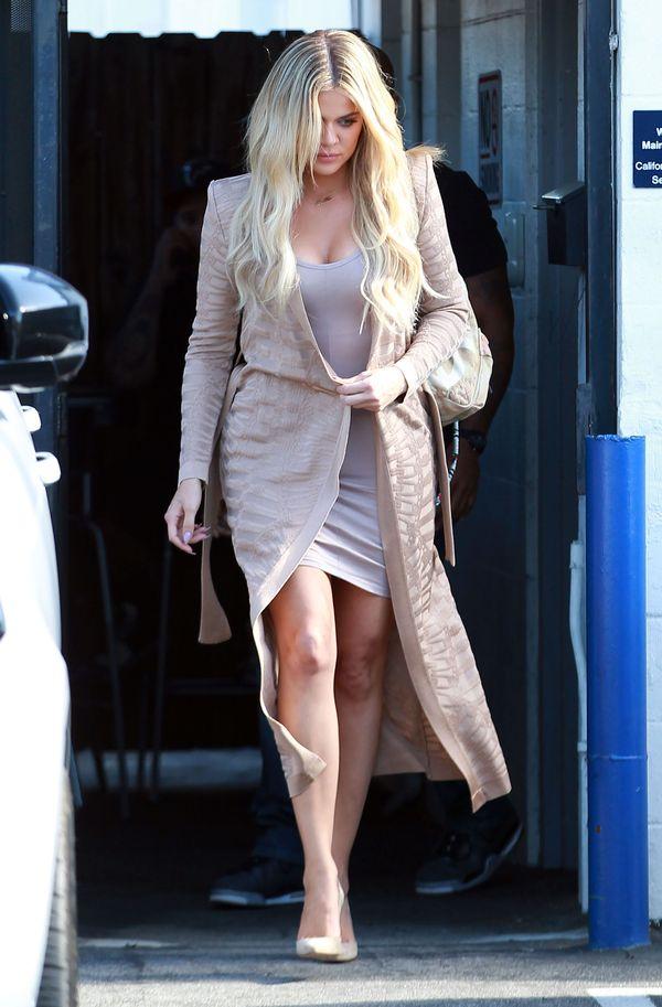 Kim i Khloe Kardashian w stylizacjach w odcieniu nude (FOTO)
