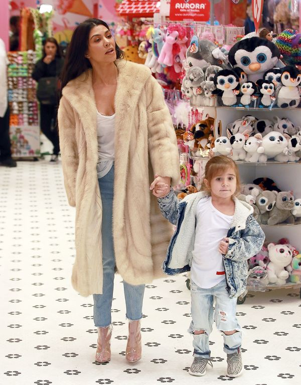 Kourtney i Kim Kardashian w naturalnych futrach - jak wyglądały? (FOTO)