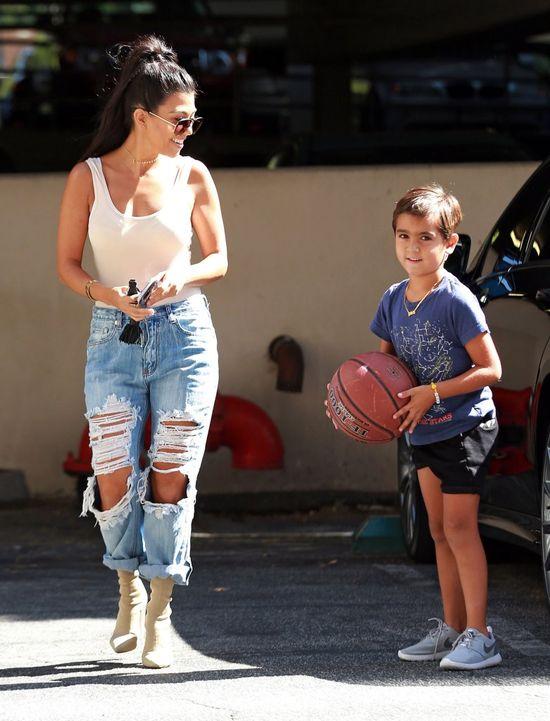 Kourtney Kardashian po raz kolejny udowadania, że jest sexy mamą