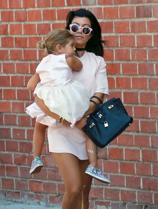 Kourtney Kardashian znowu inspiruje swoim stylem (FOTO)