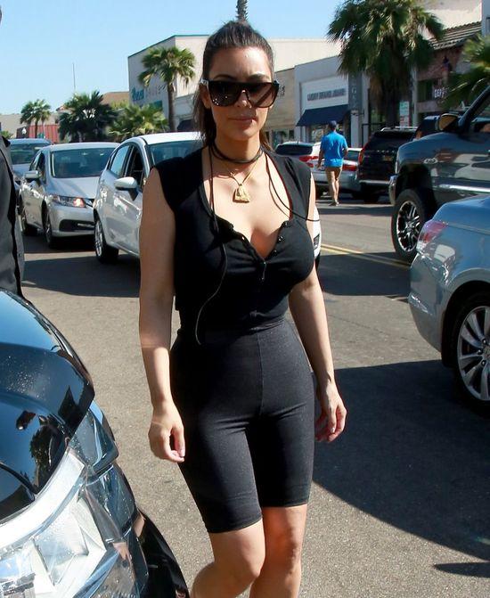 Kim Kardashian wyszła z domu w samych spanxach? (FOTO)