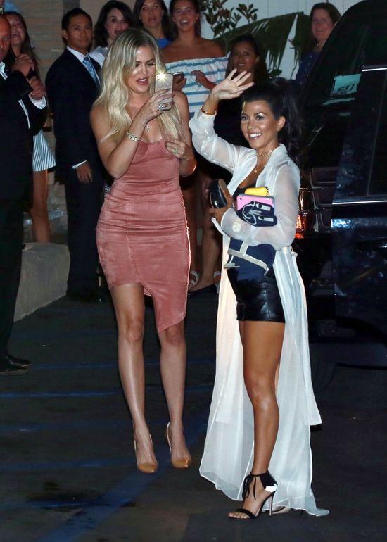 Przy Khloe Kardashian Kourtney wygląda jak kruszynka (FOTO)