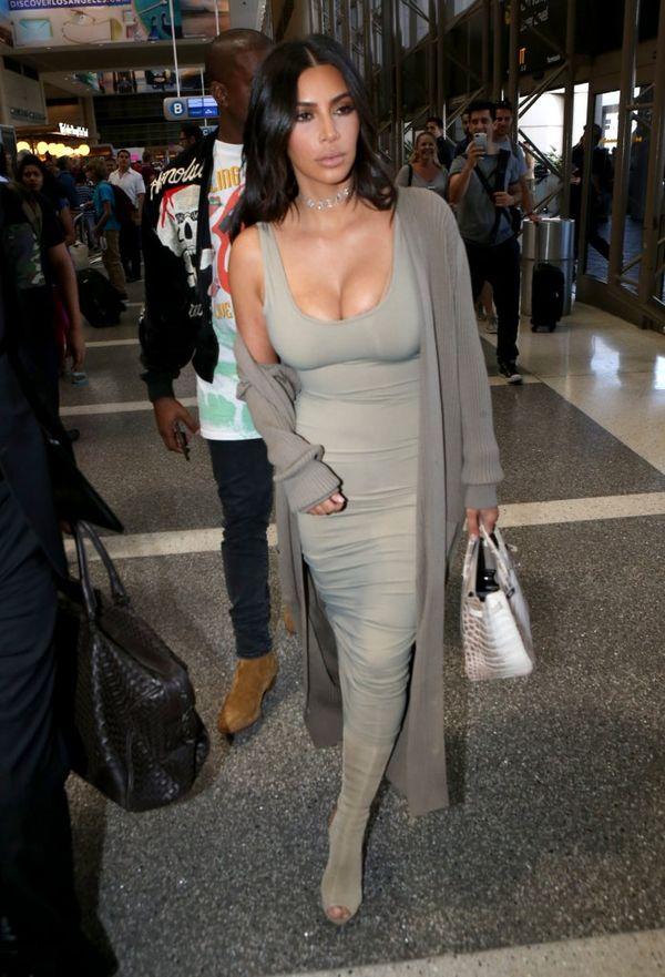 Kim Kardashian pokazuje jedną z garderób w swoim domu (FOTO)
