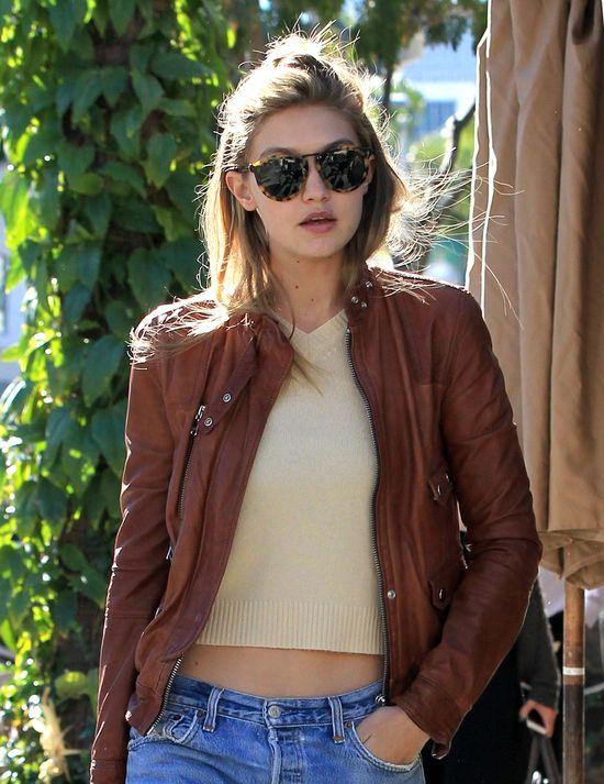 Styl Gigi Hadid - jak modelka ubiera się w chłodne dni?