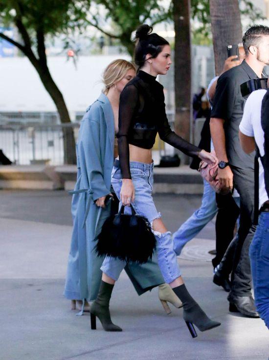 Tą stylizacją Kendall Jenner zrobiła sobie krzywdę (FOTO)