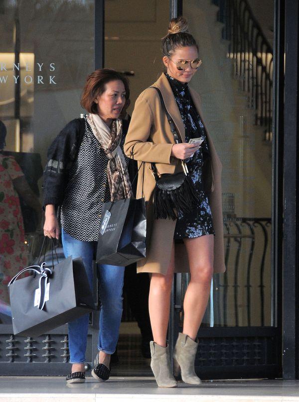 Chrissy Teigen zachwyca kolejną ciążową stylizacją (FOTO