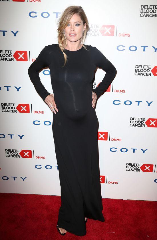 Doutzen Kroes w ciąży stawia na czerń (FOTO)