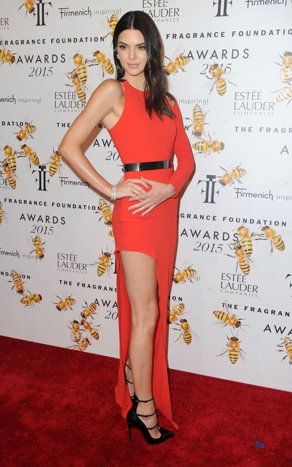 Kendall Jenner zachwyciła w czerwonej sukni (FOTO)
